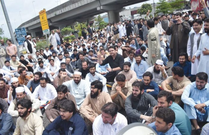 Patients suffer as KP doctors, paramedic staff continue protest
