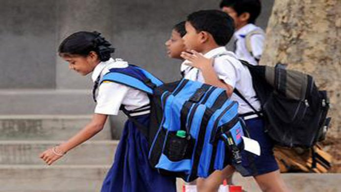 KP govt forms strategy to resolve issue of schoolchildren's heavy bags